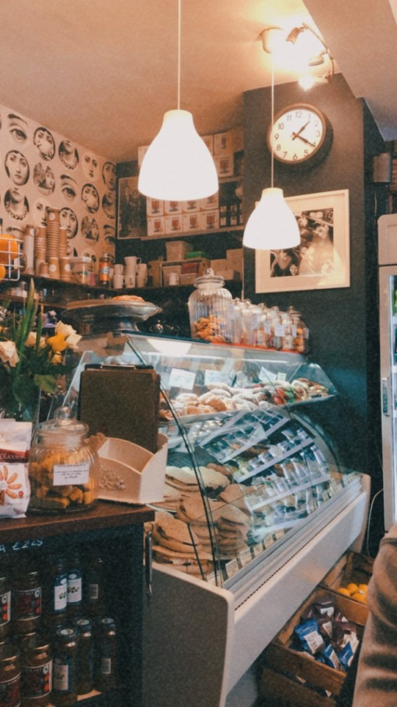 Store front of Rosatios Italian restaurant